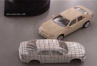 計測用に格子状の印が付けられたモデル