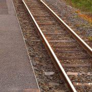 駅のホームと線路